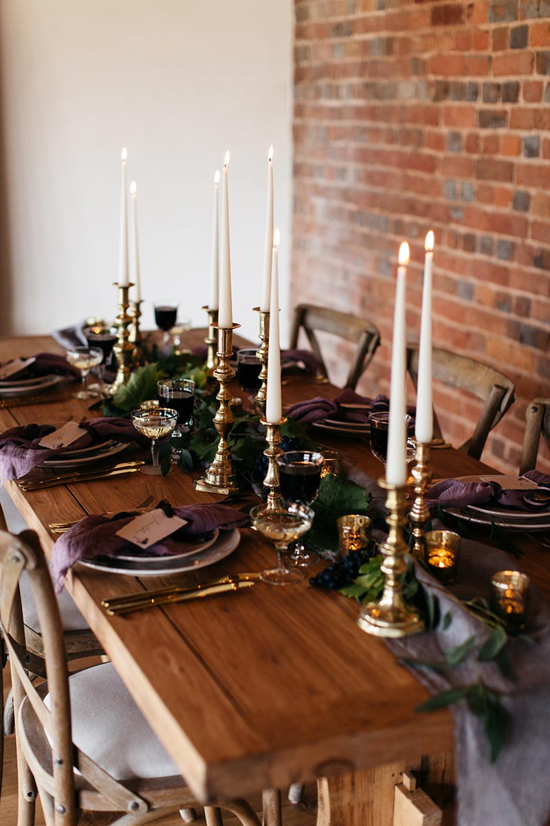 Wedding table setting ideas in the round house
