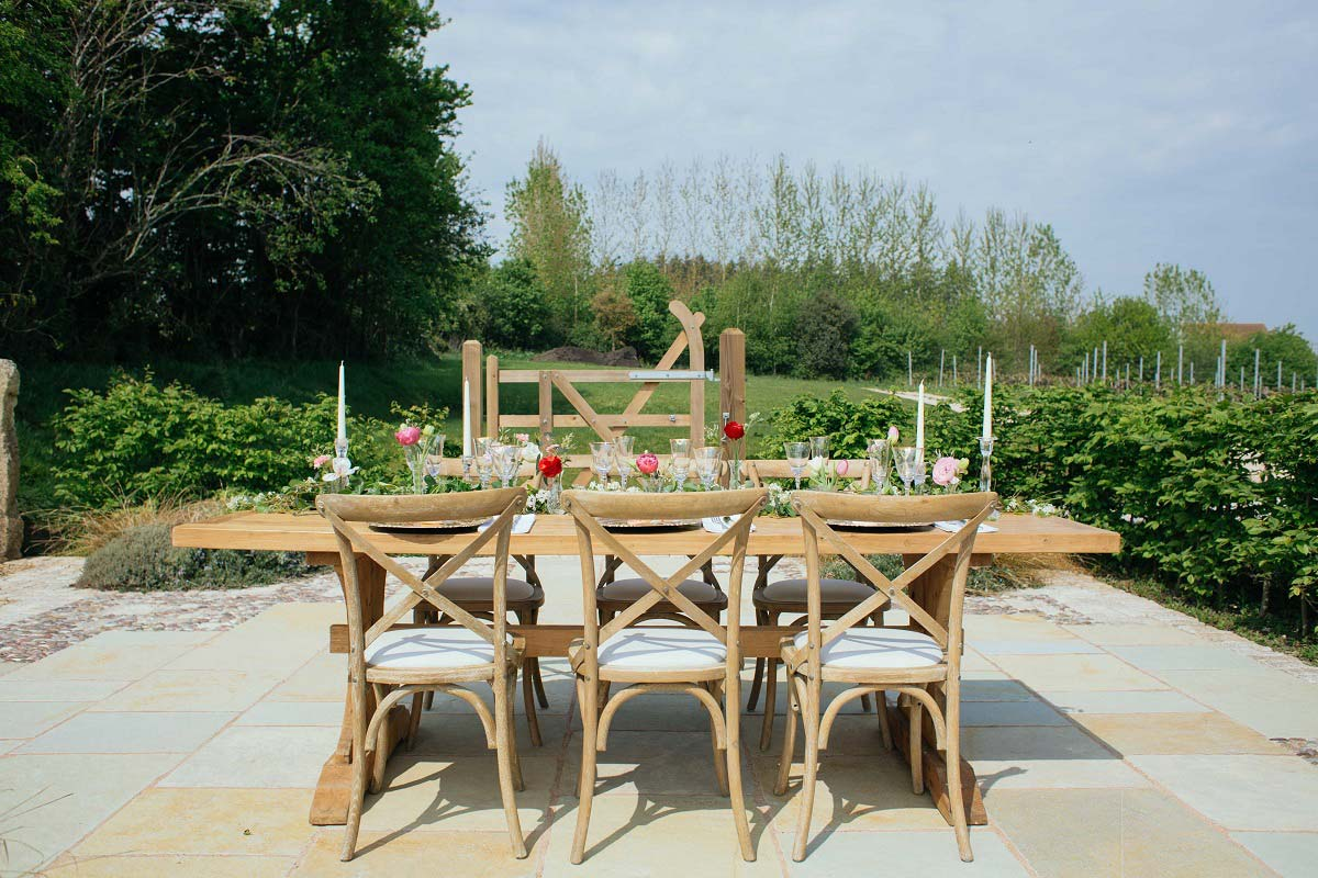Cheap Outdoor Wedding Table Setting